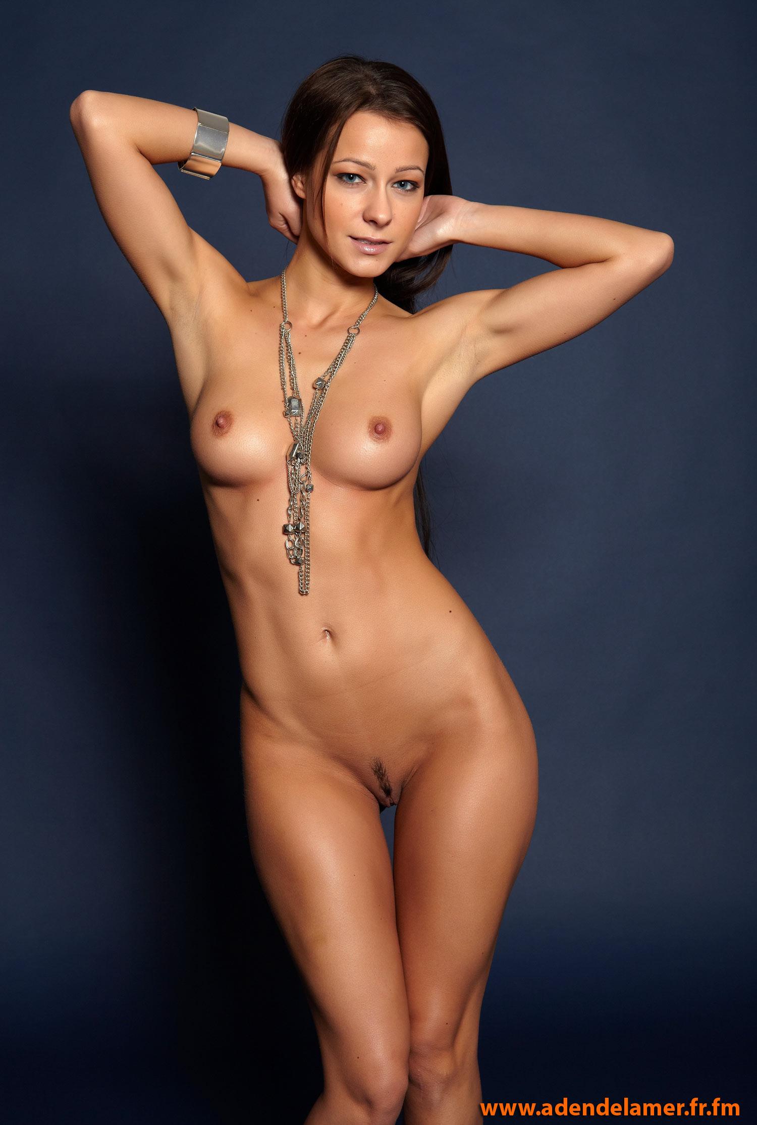 Эротическое фото с украшениями 1 фотография