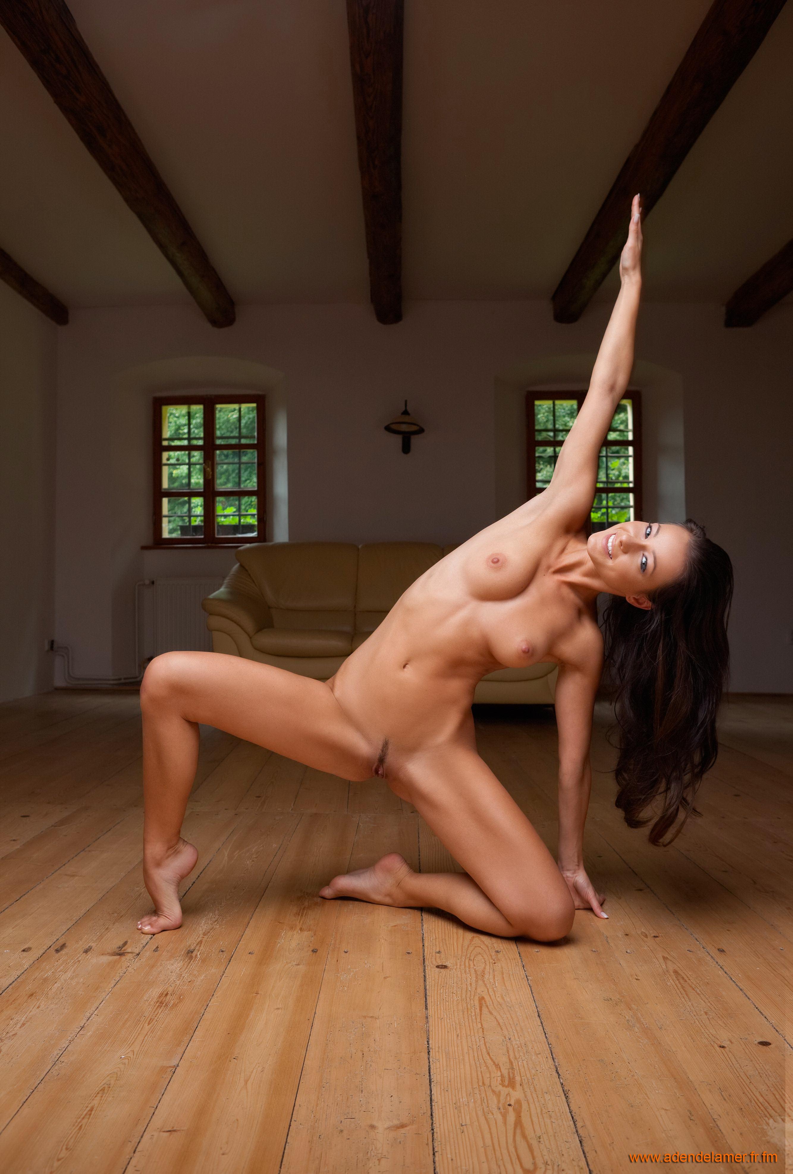 Секс акробатические трюки на постели 5 фотография