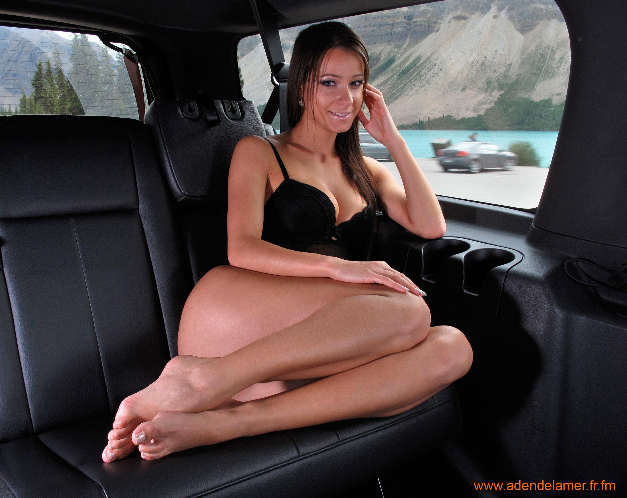 Секс на заднем сидении автомобиля 18 фотография